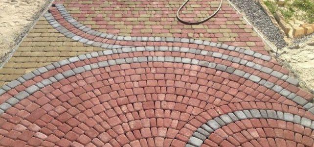 Круговая укладка тротуарной плитки